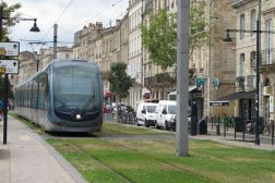 Tram am Quai des Chartrons in Bordeaux