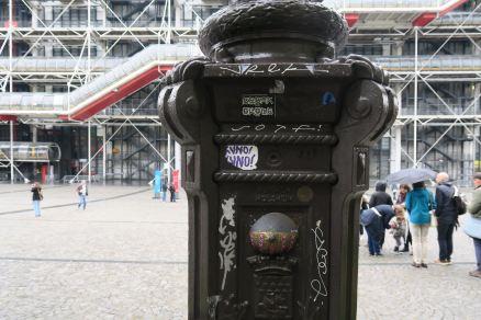 Paris vor dem Centre Pompidou