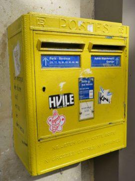 Paris gelber Briefkasten