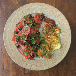 Tomatensalat mit Halloumi