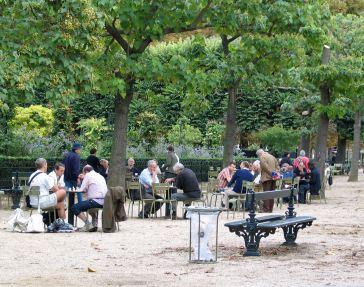 Paris Stadtmobiliar Bänke