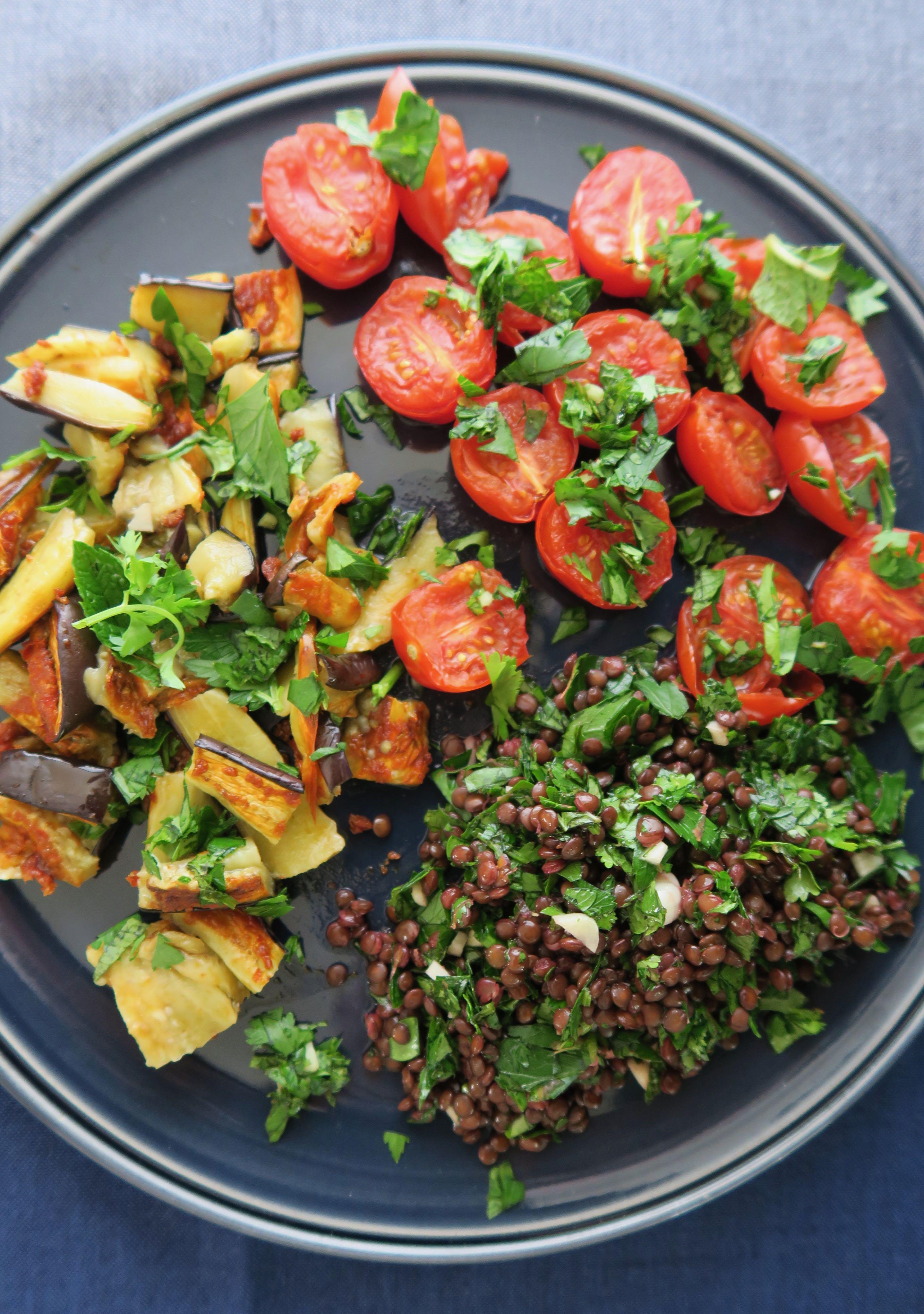 Salat aus Ofengemüse und Linsen