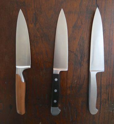 Drei Allzweck-Kochmesser von deutschen Herstellern besitze ich schon deswegen, damit wir zu mehreren schnippeln können (eins von Pott aus der Sarah Wiener Serie und zwei von Güde)