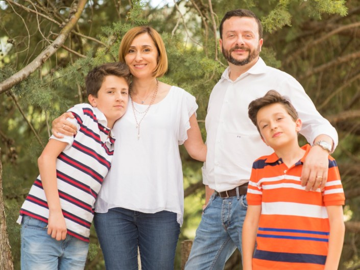 66106e10-676d-4103-927f-33534bc89400 Family Portrait / Ritratti di Famiglia