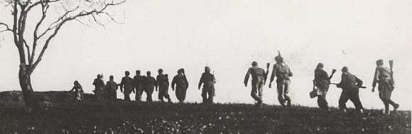 Partigiani in marcia sull'Appennino forlivese nell'autunno del 1944