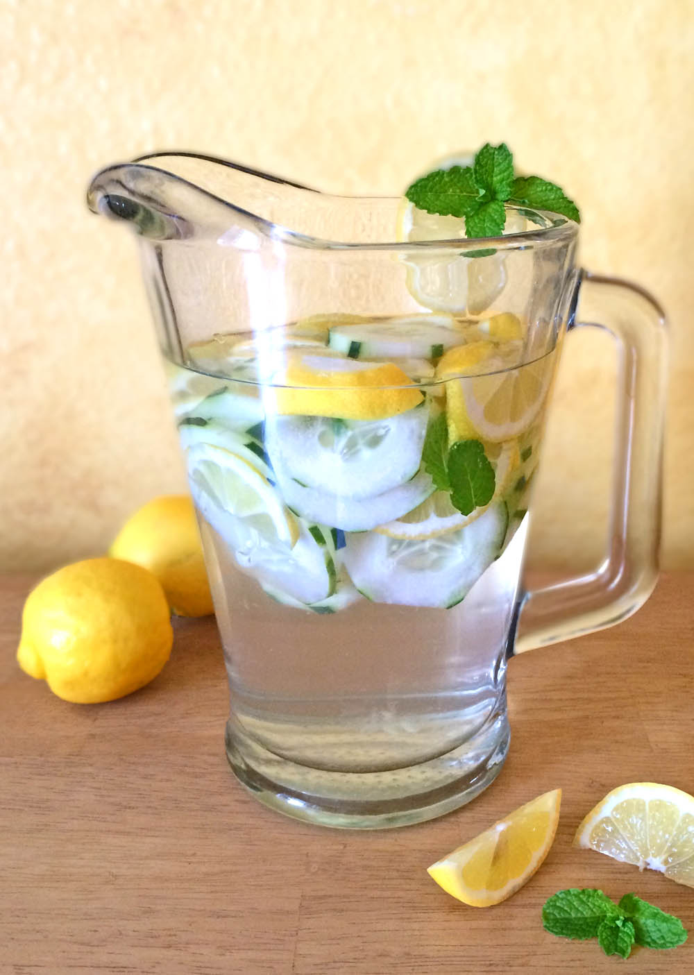 Healthy Flavored Water To Detox And Loose Weight