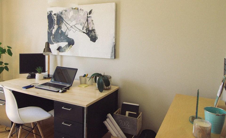 Un bureau de designer inspirant et organisé