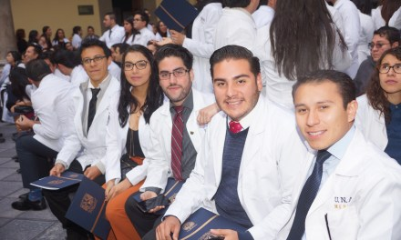 Iniciarán 860 médicos pasantes su servicio social