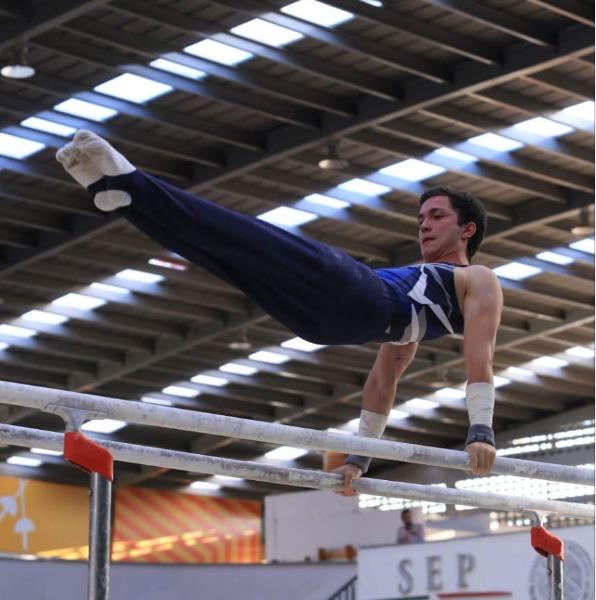 Arturo García Arroyo, gimnasta orgullo FacMed