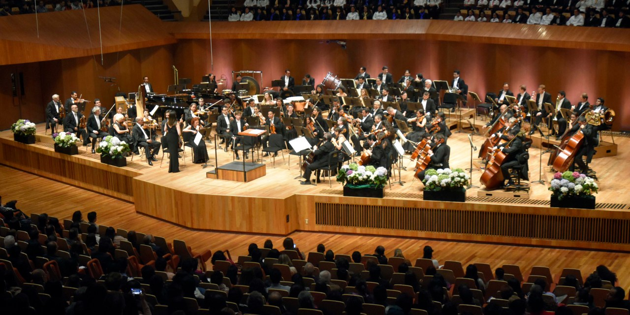 Debuta el Coro Aliis Vivere en el Concierto del Día del Médico