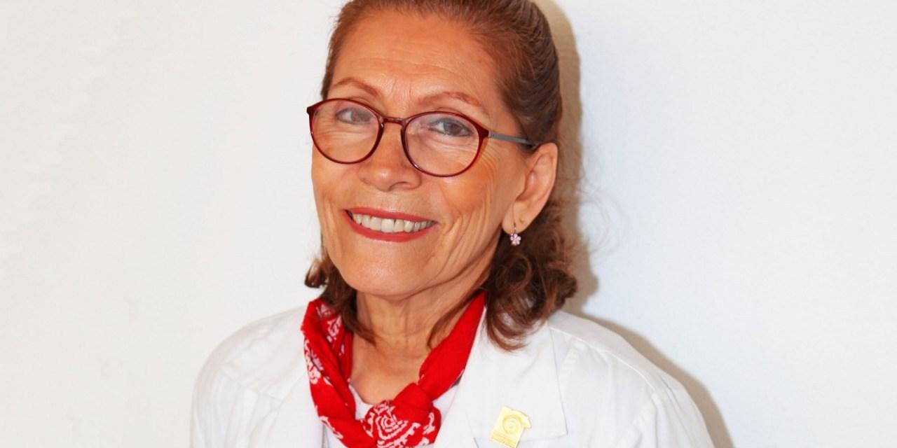 """""""Reconocimiento a la trayectoria en educación médica""""  para la doctora Sara Morales"""