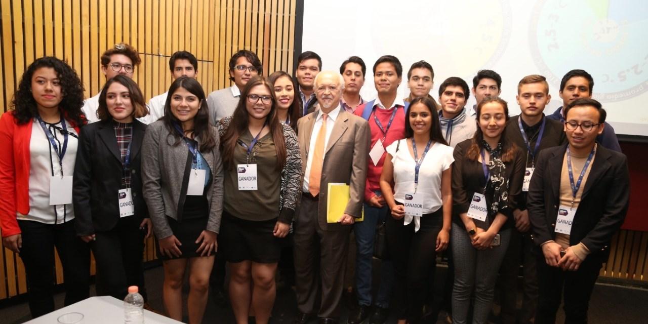 Mario Molina, Magda Giordano y Francisco Sotres en la Facultad de Medicina