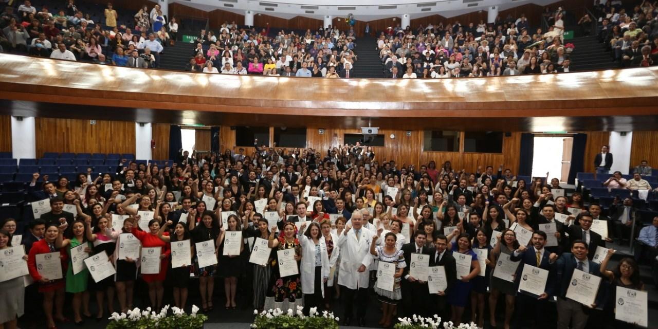 México cuenta con 639 nuevos médicos cirujanos