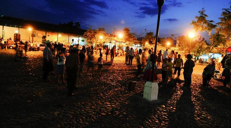 Parque central de Suchitoto. EFE/Roberto Escobar.