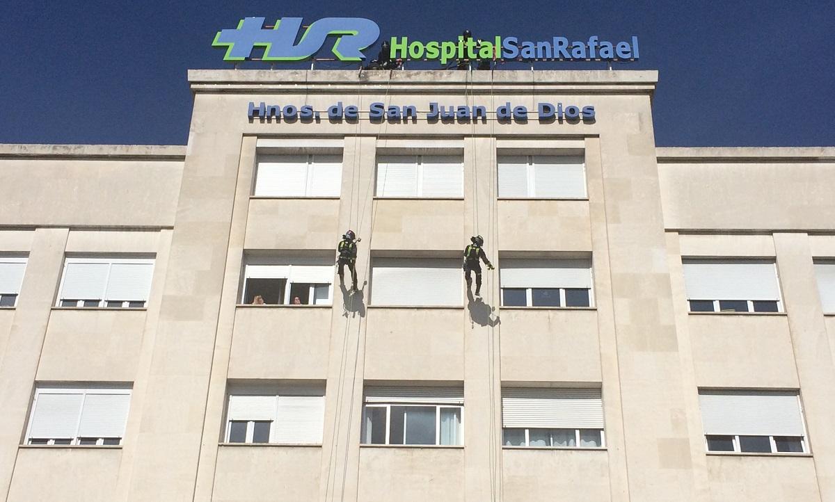Los Bomberos Del Ayuntamiento De Madrid Entregan Juguetes A Los