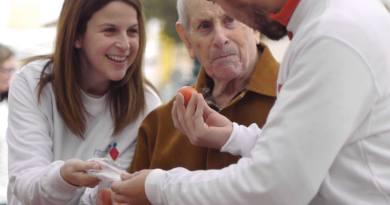 Los barrios de Trafalgar (Chamberí) y Almenara (Tetuán) 'tejen' la red de apoyo a personas que se sienten solas