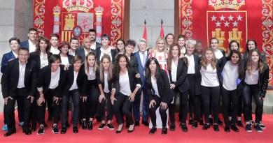 Cifuentes felicita por la conquista de su primera Liga al Atlético de Madrid Femenino
