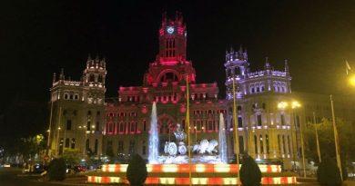 La Cibeles se ilumina con los colores de Barcelona en repulsa por el atentado del jueves
