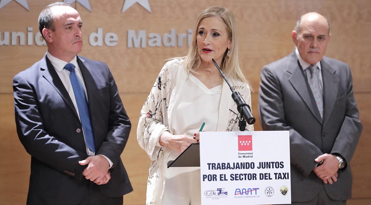 Cifuentes anuncia una batería de medidas para aumentar la competitividad del taxi en Madrid