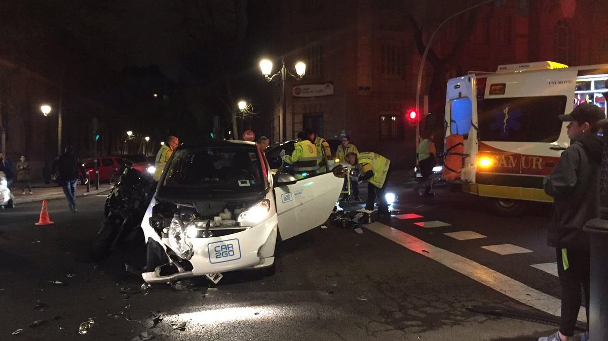 Un hombre de 25 años herido grave tras colisionar con su moto contra un turismo en Chamberí