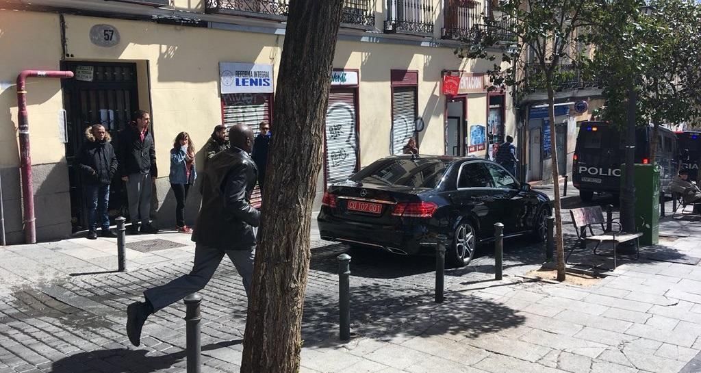 Los antidisturbios vuelve a cargar en Lavapiés tras los intentos de agresión al cónsul de Senegal