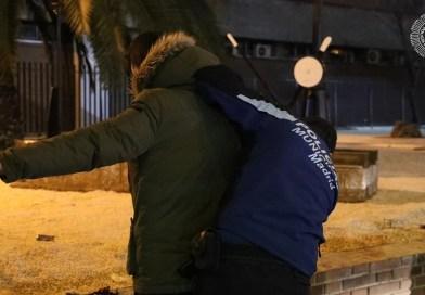 Un hombre detenido en Puente de Vallecas tras disparar a una mujer y huir de la policía