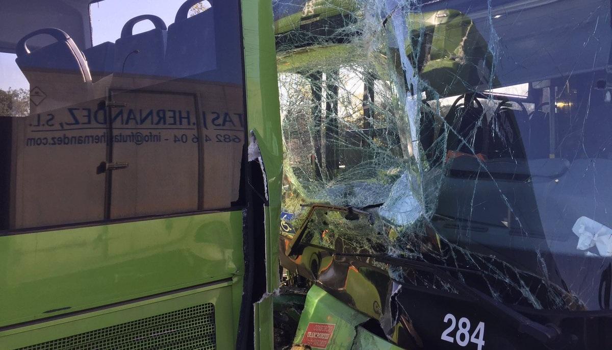 26 personas heridas tras colisionar dos autobuses en la A-6 a la salida de Madrid
