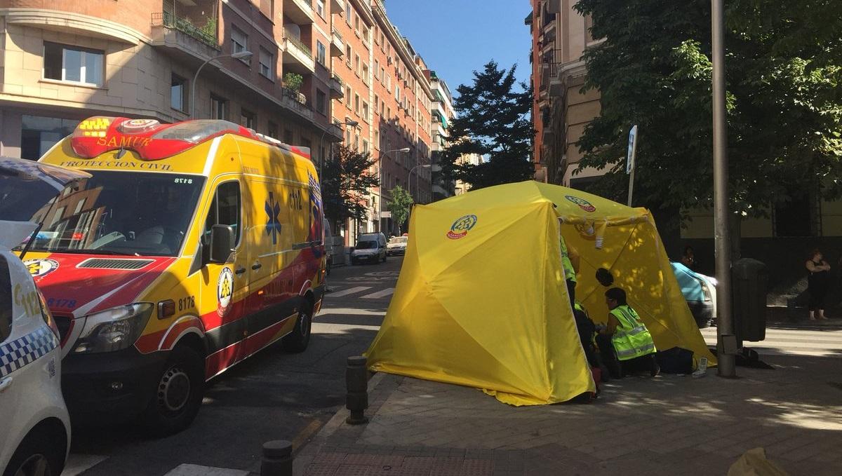 Muere un motorista de 59 años tras chocar contra una furgoneta de reparto en Chamberí