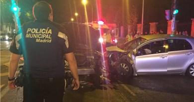 Tres personas resultan heridas tras una colisión frontal entre dos turismos en Retiro