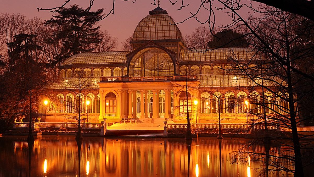 El Museo Reina Sofía abre los palacios del Parque de El Retiro a las visitas nocturnas