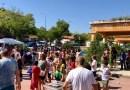 Más de 300 personas disfrutan de música, juegos infantiles y una paellada en el barrio de Moscardó