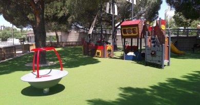 El distrito de Barajas estrena un parque infantil adaptado a niños con discapacidad