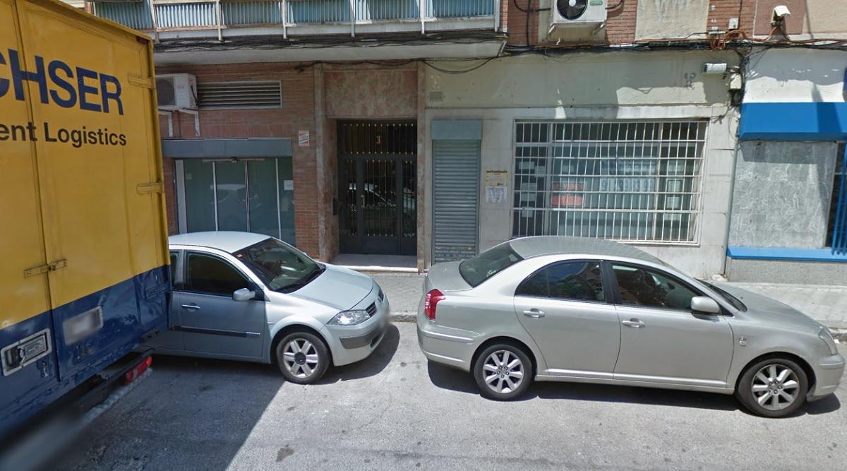 """8 encapuchados roban un almacen de ropa de marca en La Elipa mediante el """"alunizaje"""""""