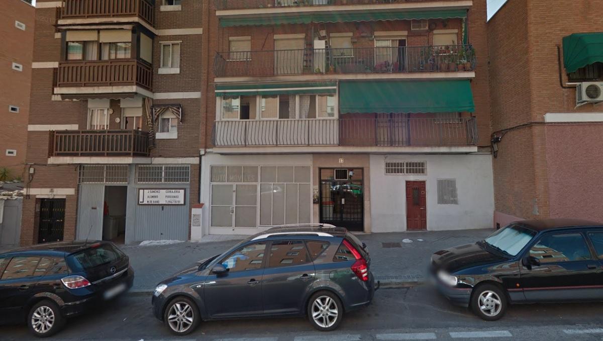 Un hombre muere tras agredir a su pareja, incendiar su casa en Vallecas y lanzarse por la ventana