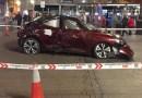 Colocan un coche siniestrado en la plaza de Jacinto Benavente para concienciar sobre los accidentes de tráfico