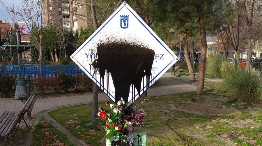 Tercer ataque en un mes a la placa en homenaje a Yolanda González en Latina