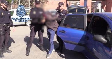 Detenido un joven en Madrid que descuartizó a su madre y se estaba comiendo los trozos guardados en táperes