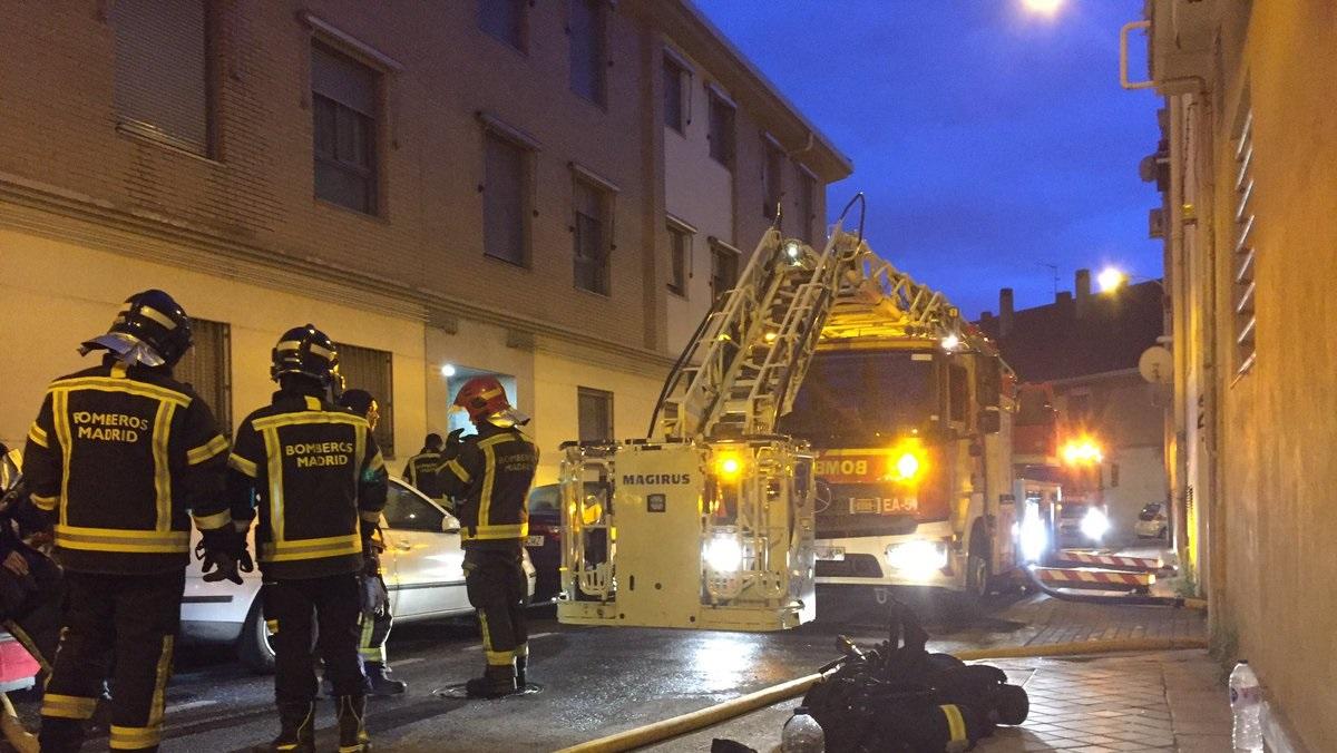 Un joven de 21 años herido grave tras un incendio en una vivienda de Carabanchel