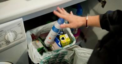 Los hombres madrileños reciclan más que las mujeres y los que tienen pareja más que los solteros