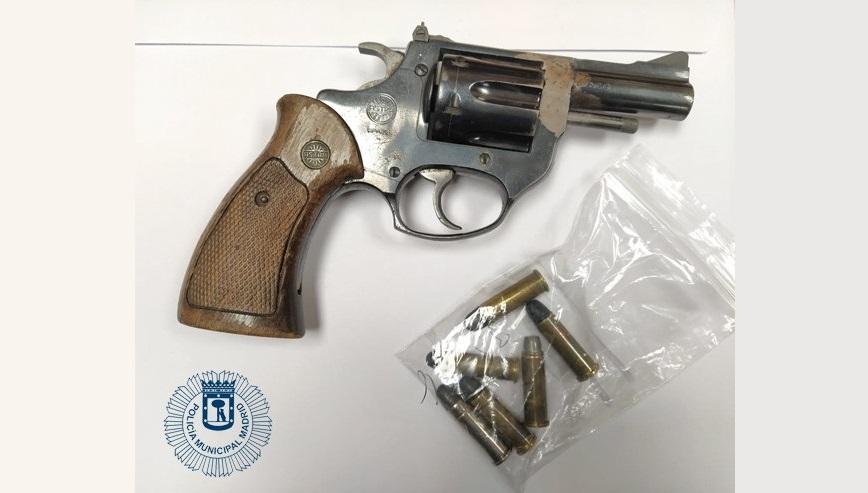 Detenidos tres hombres en Centro con numerosos antecedentes que portaban un revólver cargado
