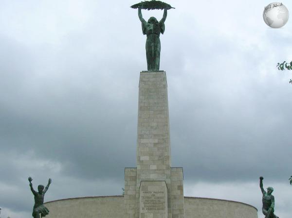 Citadel-Statues_2693946320096713974