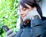 発想がおもしろい!「顔の横に手」で通話できるBluetooth対応手袋「hi-Call」