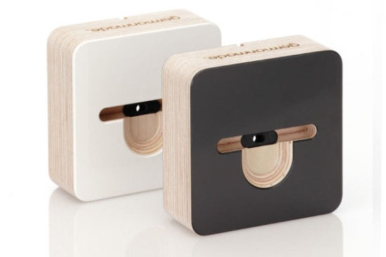 iphone-5-dock-wooden-both-600x400