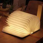 開くと照明、閉じると本になる間接照明