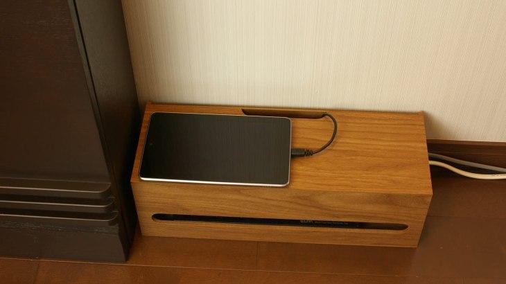 電源まわりをすっきり整理、家具にも馴染むデザイン性の高いケーブルボックス