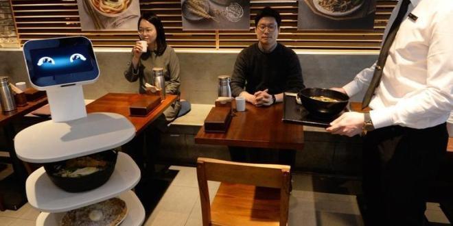 Cloi robot pelayan restoran