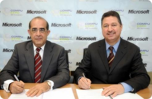 Manuel Valdez (CompuExpo) y Juan Lora (Microsoft)