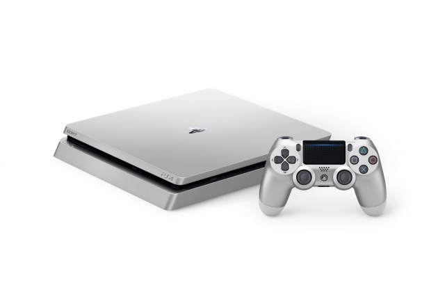 PS4 2000 Silver 03