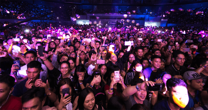 freeniversaya concert crowd