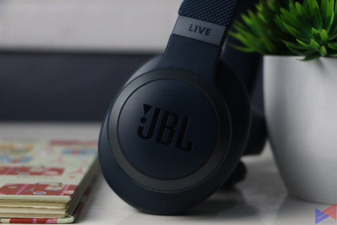 JBL LIVE 650BTNC Earpads Side 2
